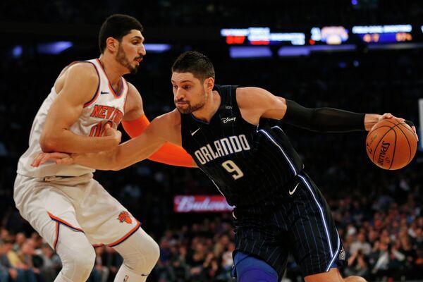 Центровые клубов НБА Нью-Йорк Никс Энес Кантер и Орландо Мэджик Никола Вучевич (слева направо)