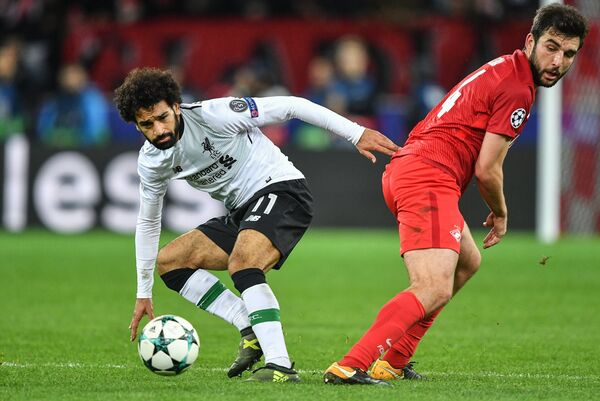 Форвард Ливерпуля Мохамед Салах (слева)