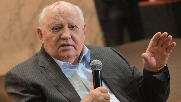 Экс-президент СССР Михаил Горбачев на презентации своей книги Остаюсь оптимистом в Московском Доме Книги