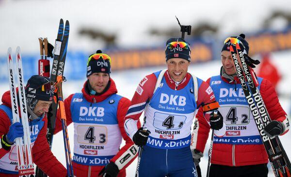 Биатлонисты сборной Норвегии Уле-Эйнар Бьорндален, Эрленн Бьонтегор, Ларс Хельге Биркеланд и Хенрик Л'Абее-Лунд (слева направо)
