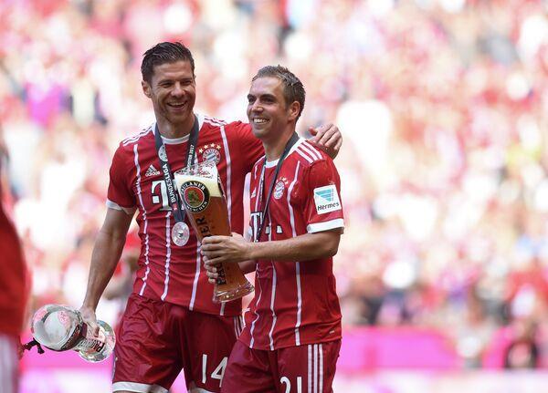 Футболисты Баварии Хаби Алонсо (слева) и Филипп Ламп