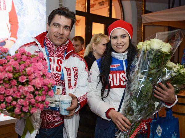 Призеры Олимпиады саночники Альберт Демченко и Татьяна Иванова у Bosco-бара в Сочи