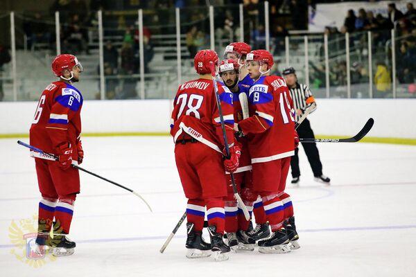 Хоккеисты молодежной сборной России (игроки не старше 20 лет)