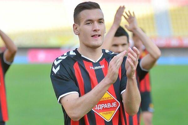 Защитник сборной Черногории и Тосно Неманья Миюшкович
