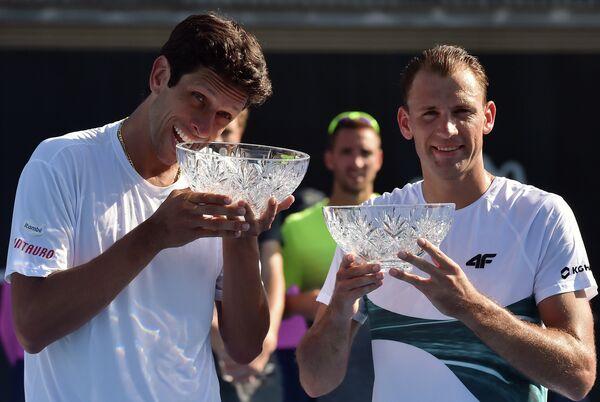 Бразильский теннисист Марсело Мело и поляк Лукаш Кубот (слева направо)