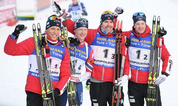 Биатлонисты сборной Норвегии Ларс Хельге Биркеланн, Йоханнес Бё, Эмиль Хегле Свендсен и Тарьей Бё (слева направо)