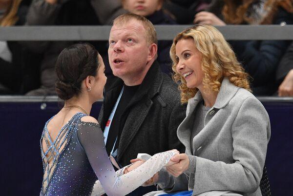 Евгения Медведева (слева) и Этери Тутберидзе