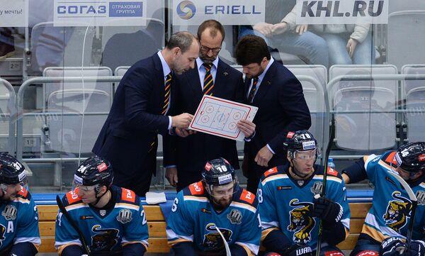 Тренеры ХК Сочи Сергей Зубов, Яри Каарела и Олег Ореховский (слева направо)