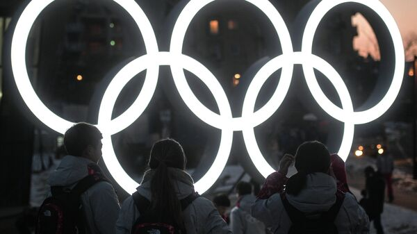 Олимпийские кольца возле главного Медиа центра в Пхенчхане