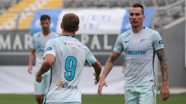 Футболисты Зенита Антон Заболотный (справа) и Александр Кокорин