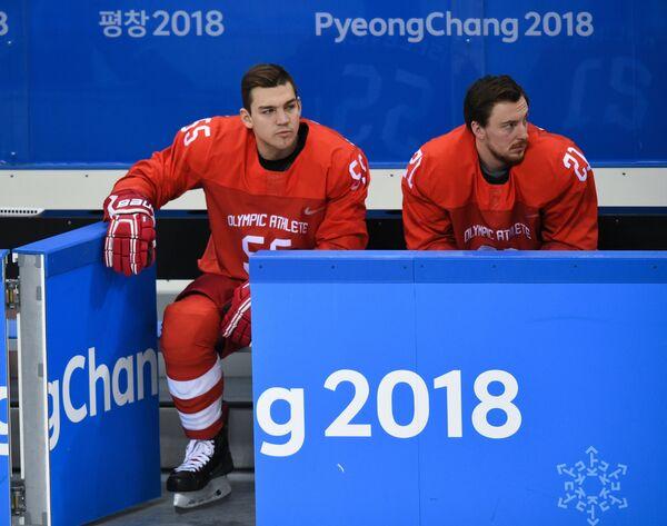 Российские хоккеисты Богдан Киселевич (слева) и Сергей Калинин
