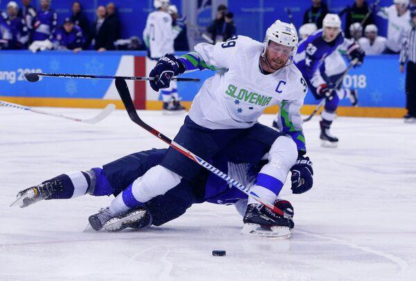 Нападающий сборной Словении Ян Муршак