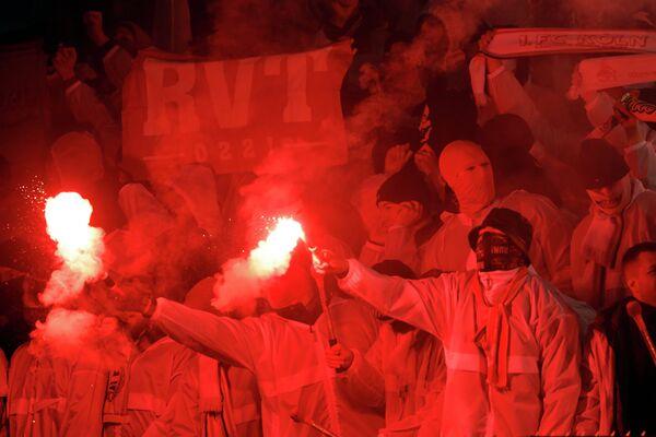 Болельщики во время матча Црвена Звезда - Кельн