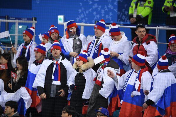 Болельщики во время матча за 3-е место Финляндия - Россия по хоккею среди женщин