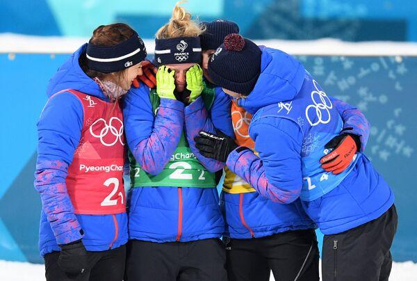 Французские биатлонистки Анаис Шевалье, Мари Дорен-Абер, Жюстин Бреза и Анаис Бескон (слева направо)