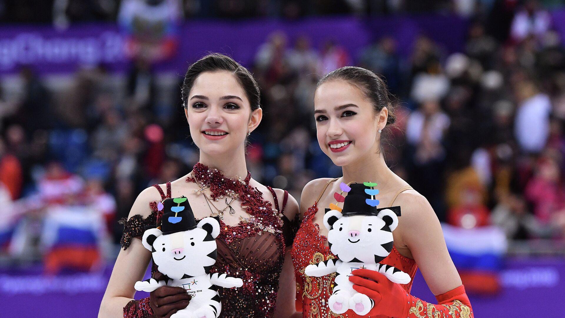 Евгения Медведева (слева) и Алина Загитова - РИА Новости, 1920, 05.02.2021