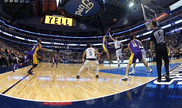 Игровой момент матча НБА Лейкерс - Даллас
