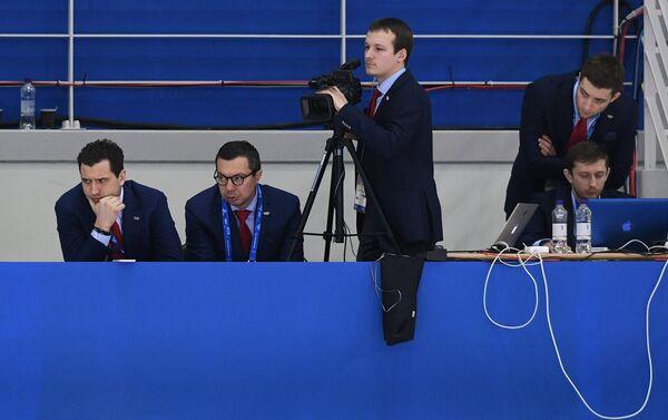 Первый вице-президент Федерации хоккея России Роман Ротенберг и российский тренер Илья Воробьев (слева направо)