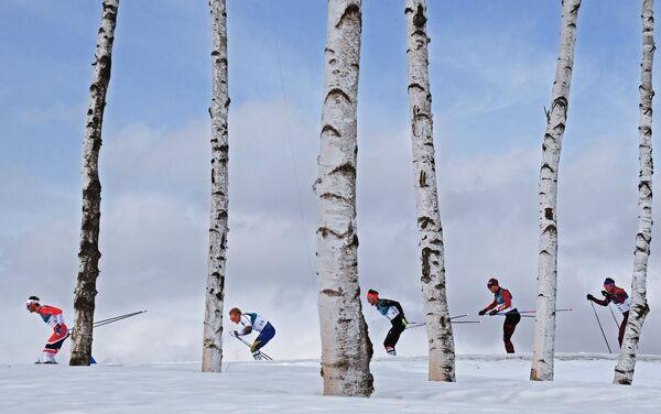 Лыжники Ханс Кристер Холунн, Бурман Йенс, Йонас Доблер, Дарио Колонья и Андрей Ларьков (слева направо)