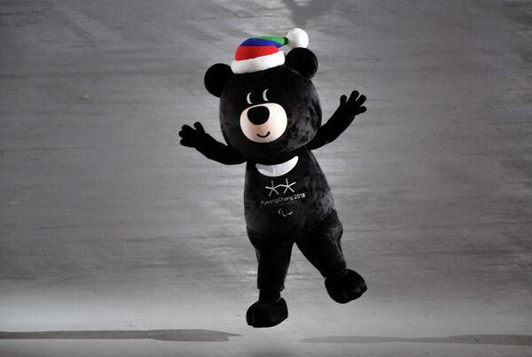 Талисман XII зимних Паралимпийских игр медведь Пандаби
