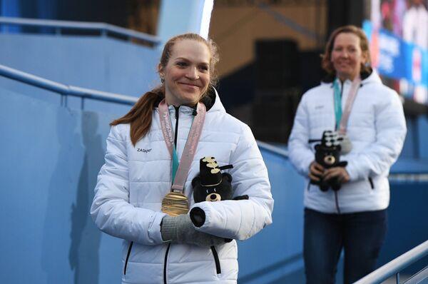 Екатерина Румянцева (слева)