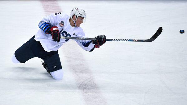 Нападающий сборной США по хоккею Райан Донато