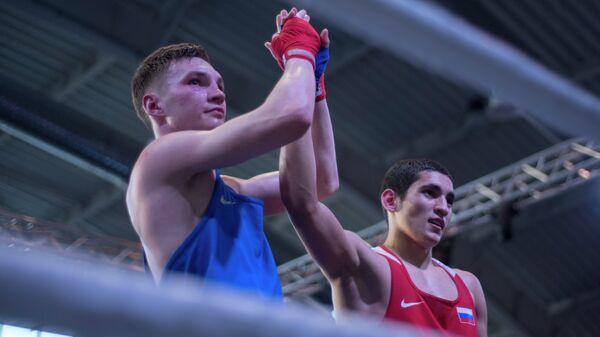 Альберт Батыргазиев (справа)