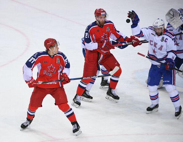 Нападающие ЦСКА Кирилл Капризов, Михаил Григоренко и СКА Павел Дацюк (слева направо)