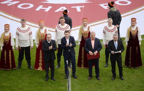 Губернатор Свердловской области Евгений Куйвашев (второй слева на переднем плане)