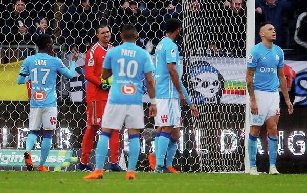 Футболисты Марселя после пропущенного мяча