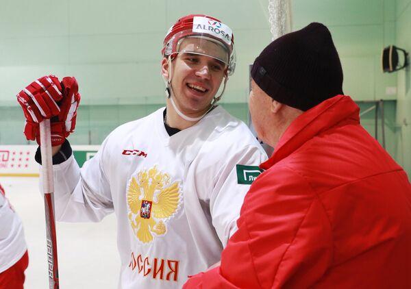 Защитник сборной России по хоккею Никита Трямкин на тренировке