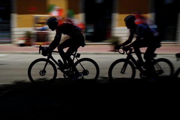Гонщики во время 5-го этапа многодневной велогонки Джиро д'Италия