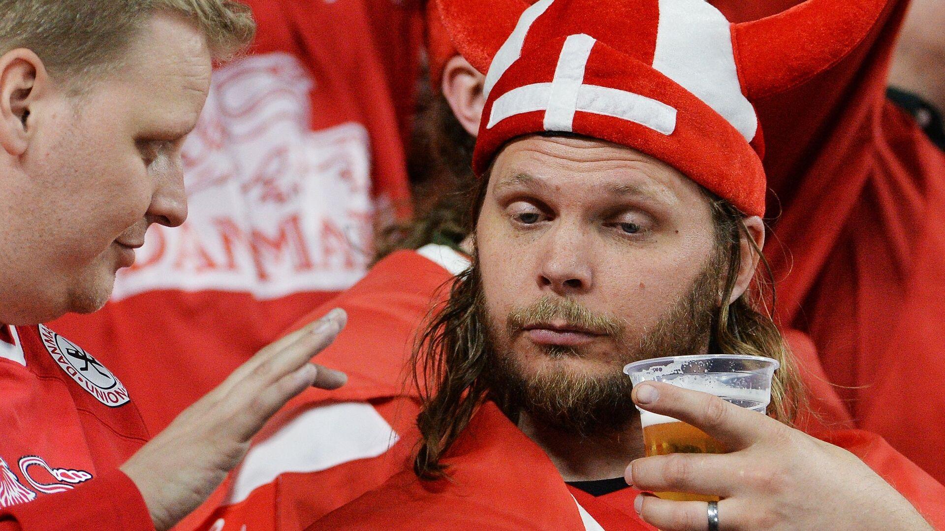 Датские болельщики пьют пиво - РИА Новости, 1920, 23.06.2021