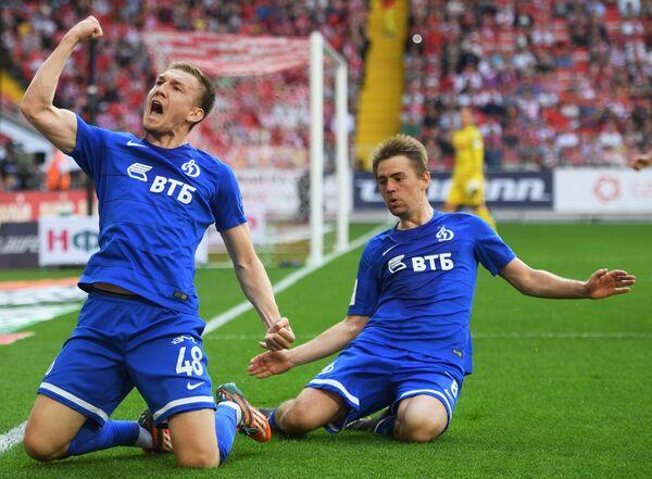 Нападающие Динамо Евгений Луценко (слева) и Кирилл Панченко