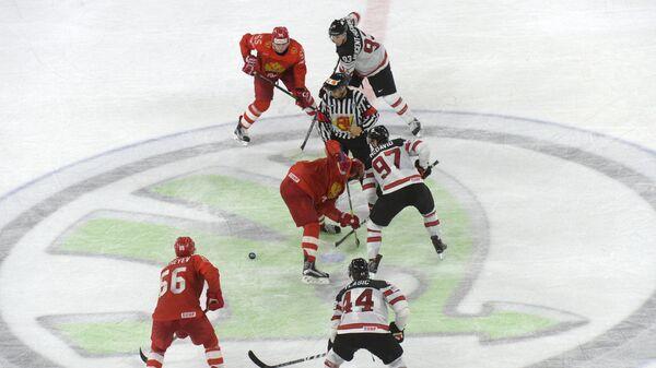 Вбрасывание в матче 1/4 финала чемпионата мира по хоккею Россия - Канада