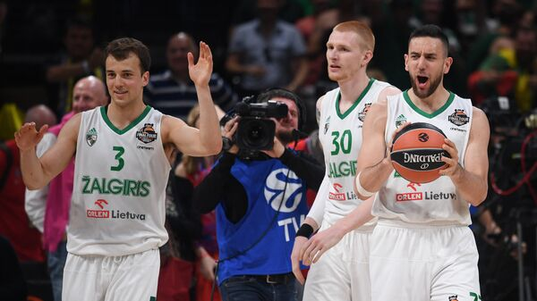 Баскетболисты Жальгириса Кевин Пэнгос, Аарон Уайт и Василье Мичич (слева направо)