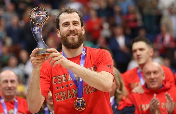 Защитник ЦСКА Серхио Родригес с призом самому ценному игроку Финала четырех Единой лиги ВТБ