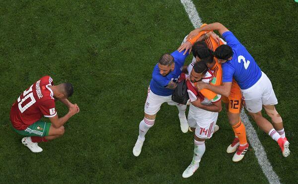 Футболисты сборной Ирана радуются победе