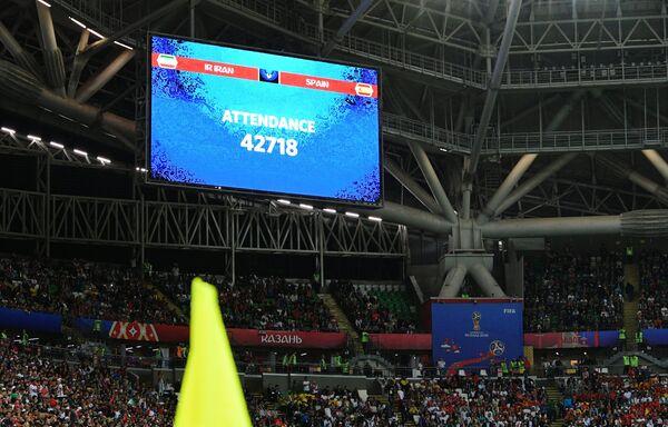 Экран с информацией о количестве болельщиком матча Иран - Испания