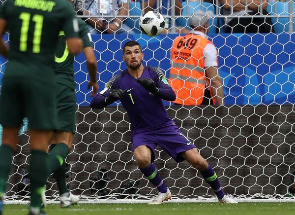 Вратарь сборной Австралии Мэттью Райан пропускает гол