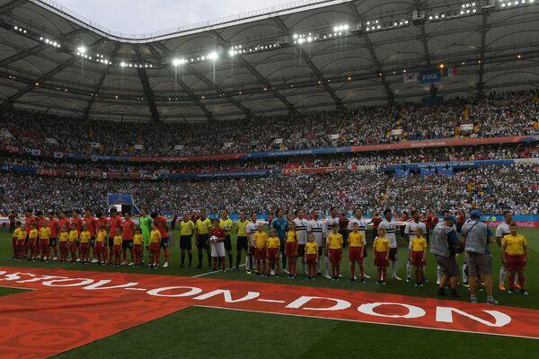 Игроки сборных Республики Кореи и Мексики