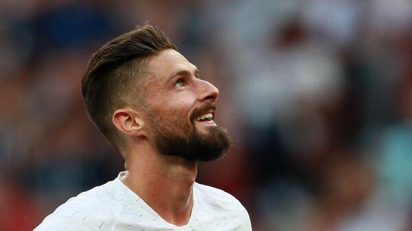 """СМИ: """"Челси"""" продлил контракт с Жиру до 2021 года"""