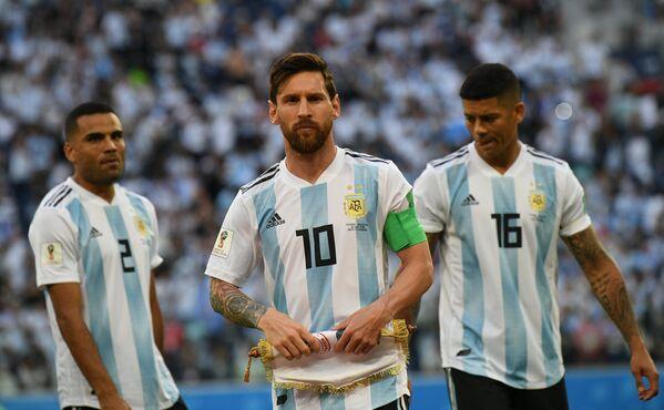 Футболисты сборной Аргентины Габриэль Меркадо, Лионель Месси, Маркос Рохо (Слева направо)