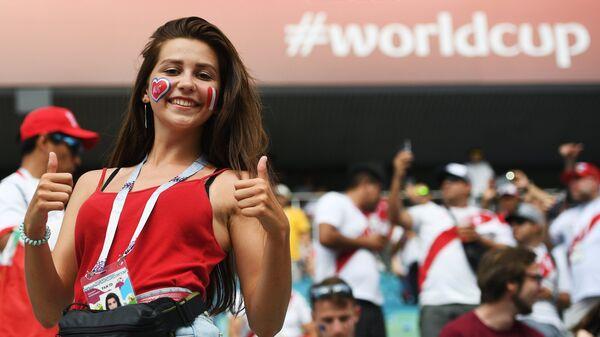 Болельщица перед матчем группового этапа чемпионата мира между сборными Австралии и Перу