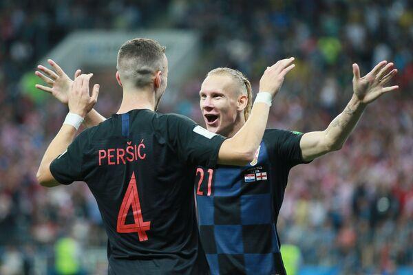 Нападающий сборной Хорватии Иван Перишич и защитник сборной Хорватии Домагой Вида (справа)