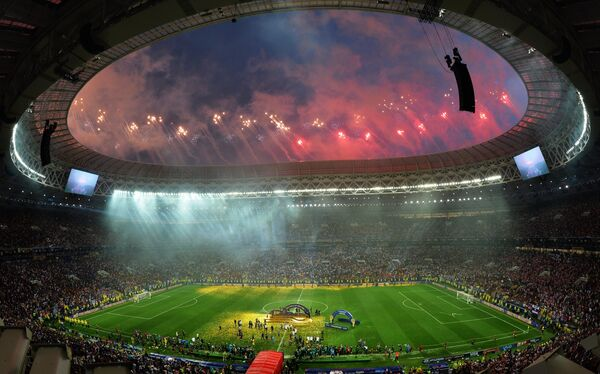 Салют на церемонии награждения победителей чемпионата мира по футболу в Москве