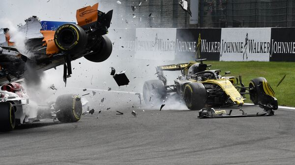 Авария на старте Гран-при Бельгии Формулы-1, спровоцированная Нико Хюлькенбергом
