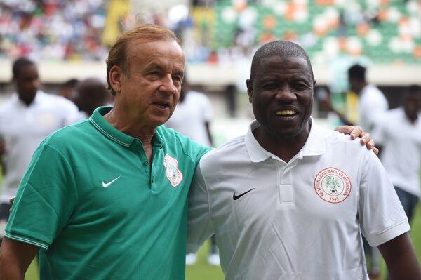 Тренер сборной Нигерии Салису Юсуф (справа)