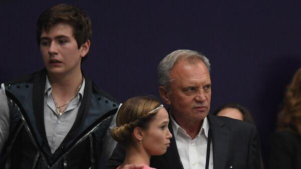 Дарья Павлюченко и Денис Ходыкин с тренером Сергеем Доброскоковым