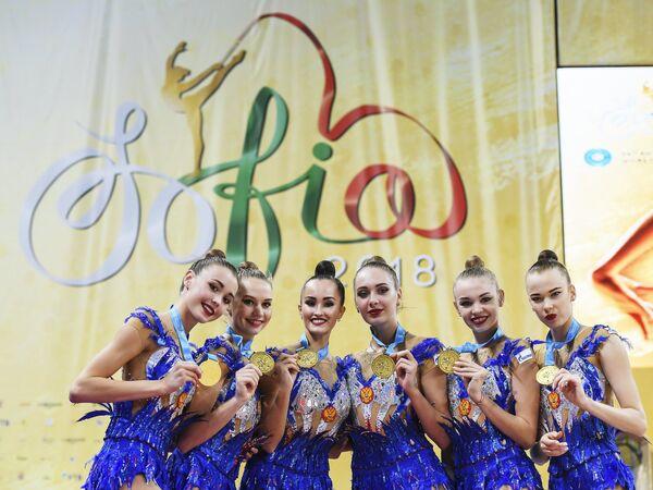 Евгения Леванова, Ксения Полякова, Анастасия Татарева, Мария Толкачева, Мария Кравцова, Анастасия Шишмакова (слева направо)